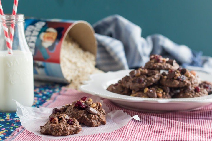 These cookies are loaded! So much goodness: cranberries, almonds, toffee, rolled oats, and CHOCOLATE!! So thick and chewy. #QuakerUp #MyOatsCreation #spon