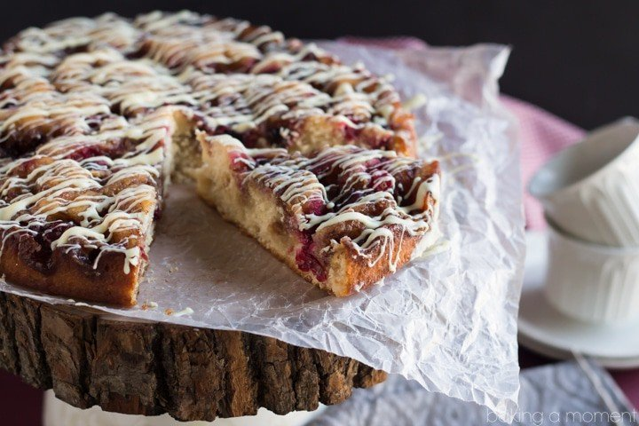 Ridiculously easy Cranberry Cinnamon Roll Cake. Tastes just like a freshly baked, yeasty-gooey cinnamon roll with tart cranberries swirled in. No kneading, and you don't even have to wait for it to rise! Making this for holiday breakfast ;)
