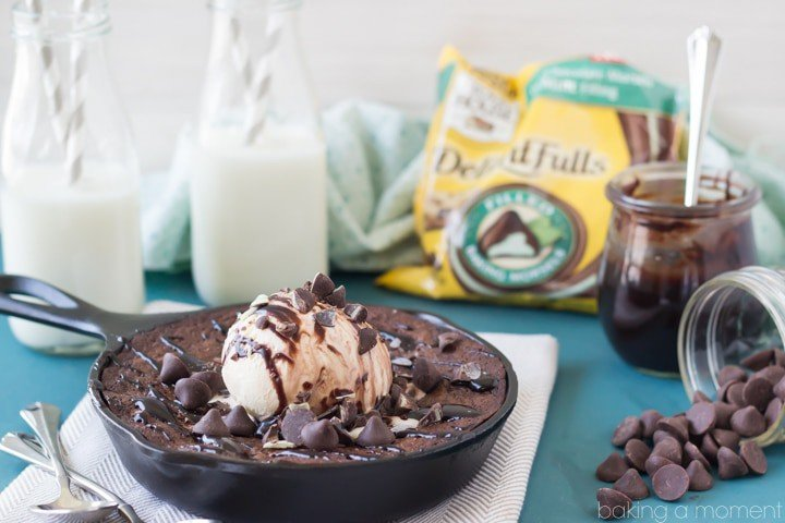 This skillet brownie was so chocolatey and gooey! I loved the hint of mint too- one pan and lots of spoons, we all dug right in and enjoyed every last bite!