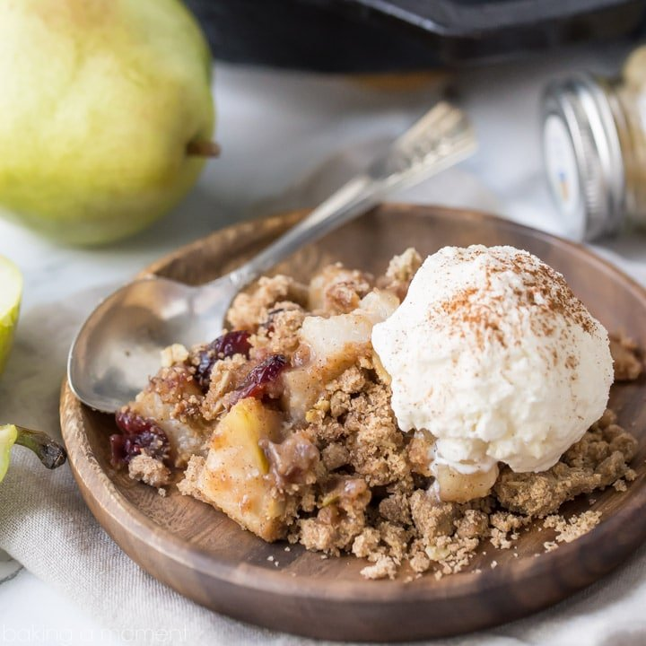 Pear cranberry crisp: a comforting cool-weather dessert! Sweetened with maple syrup, spiked with warm ginger, and topped with a buttery oatmeal pecan crumb. #OrganicforAll @acmemarkets #sponsored