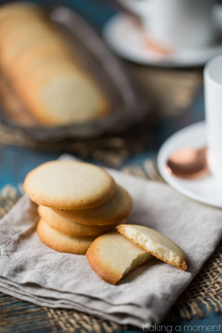 Brown Edge Wafers: a light, crisp, buttery vanilla cookie that's great with a cup of coffee or tea! An easy recipe that's endlessly versatile. food desserts cookies