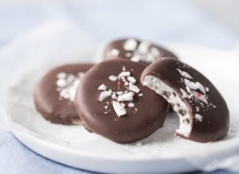 These cookies and cream peppermint patties were so much fun to make! Loved the addition of crushed Oreos, for that added cookie crunch. I'll be making these again every year now, as homemade Christmas gifts! @ghirardellico #SweetestSecret