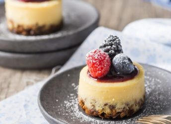 Triple Berry Honey Yogurt Breakfast Cheesecakes: these have a whole grain granola crust, and are sweetened with honey and made with Greek yogurt, so they're a perfect make-ahead, grab & go breakfast! food breakfast yogurt