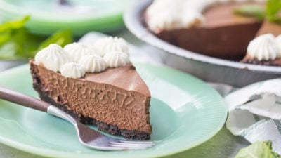 Mint Chocolate Icebox Pie: Omg this was pure heaven! So rich and chocolate-y, with a cool hit of mint and a crunchy cookie base. Perfect summer dessert! food desserts chocolate