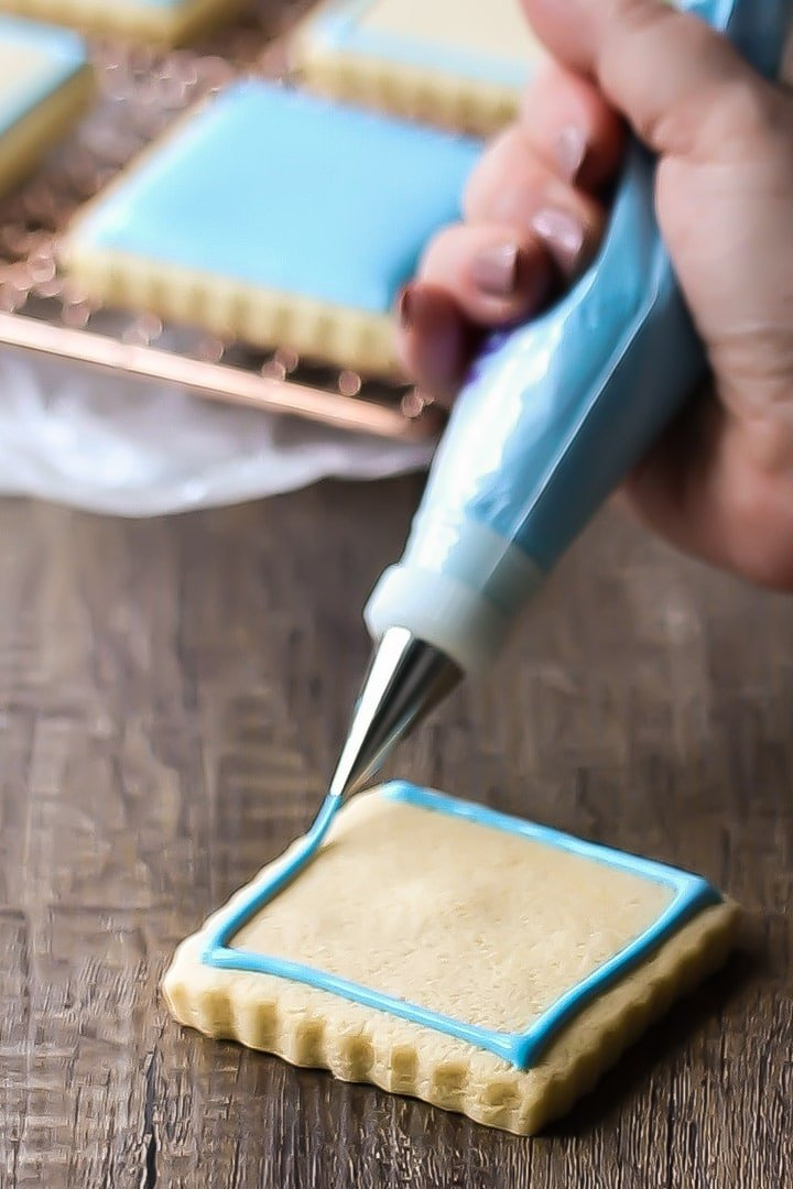 Best royal icing for piping decorations.