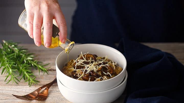 Risoto de cogumelos com óleo de trufas.
