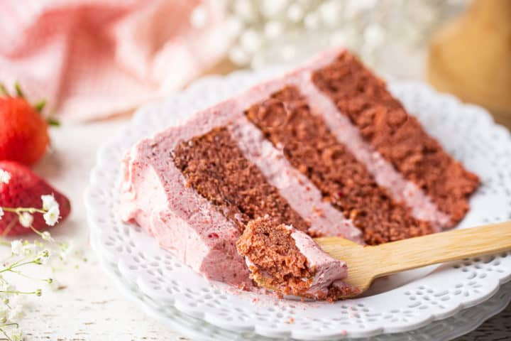 How to make strawberry cake moist and full of flavor, with no artificial ingredients.